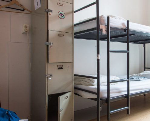 lockers-in-each-dorm-stone-hostel